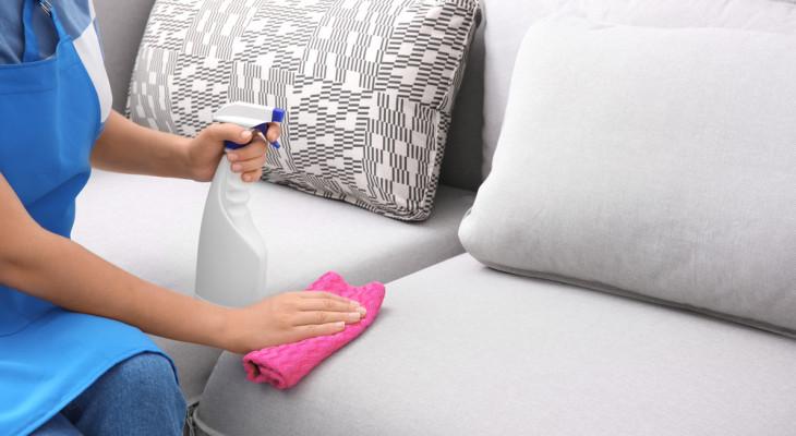 Очистка тканевого дивана