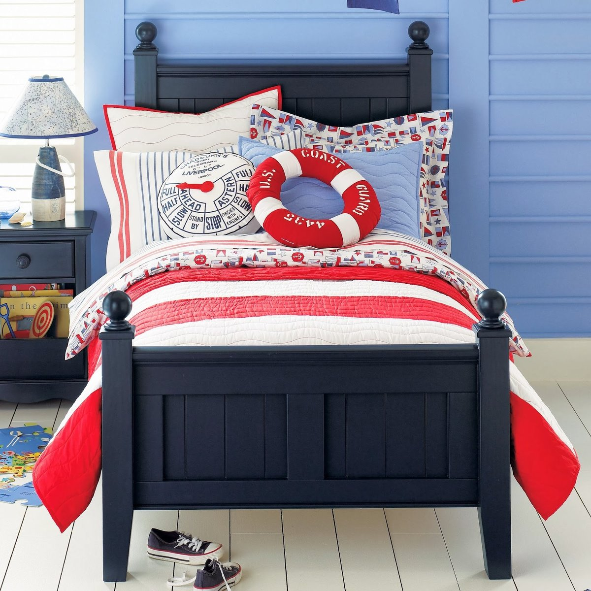 Односпальная классическая кровать