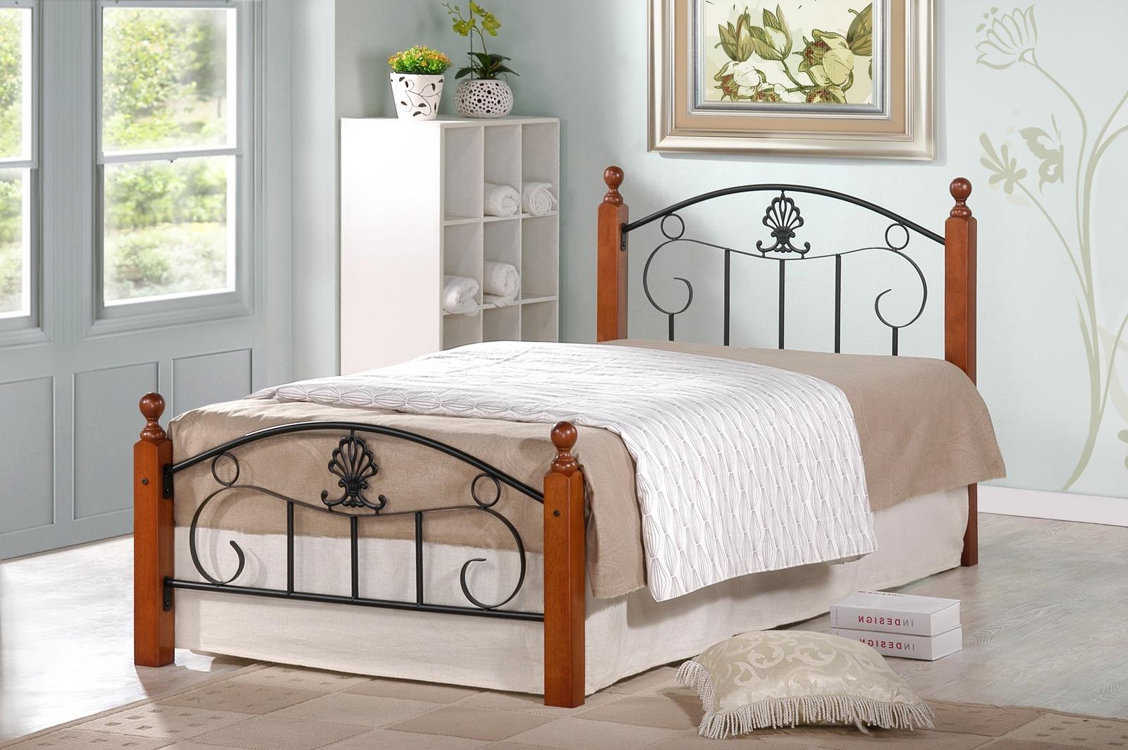 Односпальная кровать металлическая