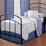 Полуторная кровать со строгими формами