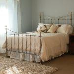 Полуторная кровать в золотистом цвете