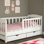 Простая детская кровать