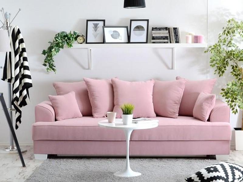 Пудрово-розовый диван
