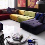 Разноцветный диван для гостиной