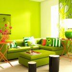 Салатовый диван и салатовые стены