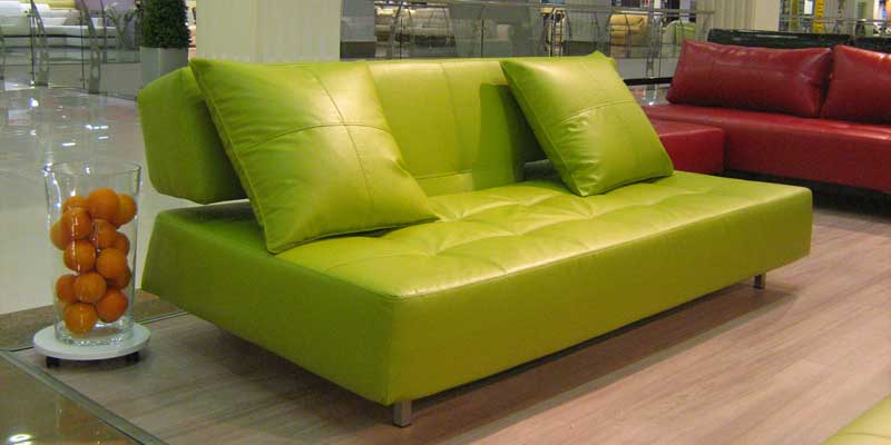 Салатовый диван с обивкой из кожзама
