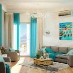 Серый диван в сочетании с голубыми шторами