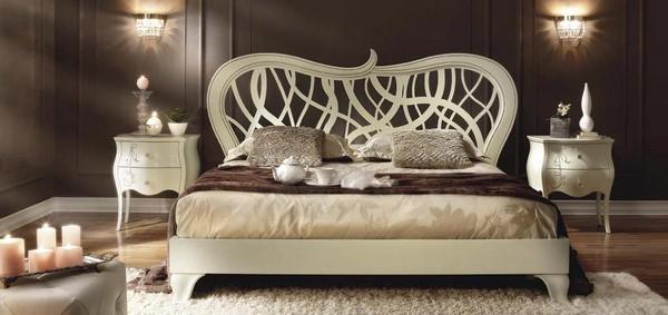 Классическая кровать с резным изголовьем