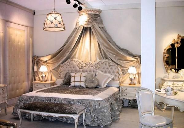 Спальня с балдахином из дерева