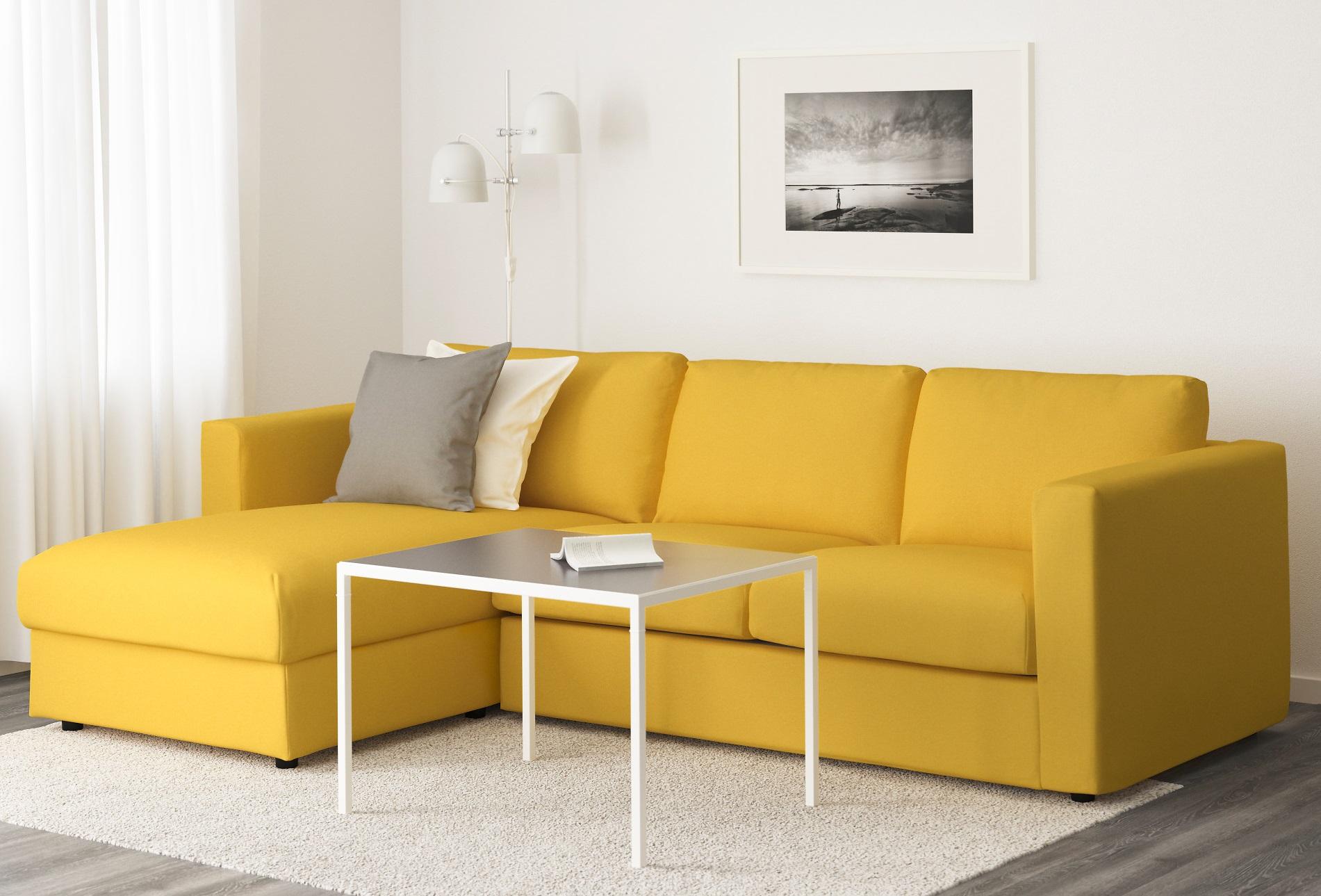 Трехместный желтый диван