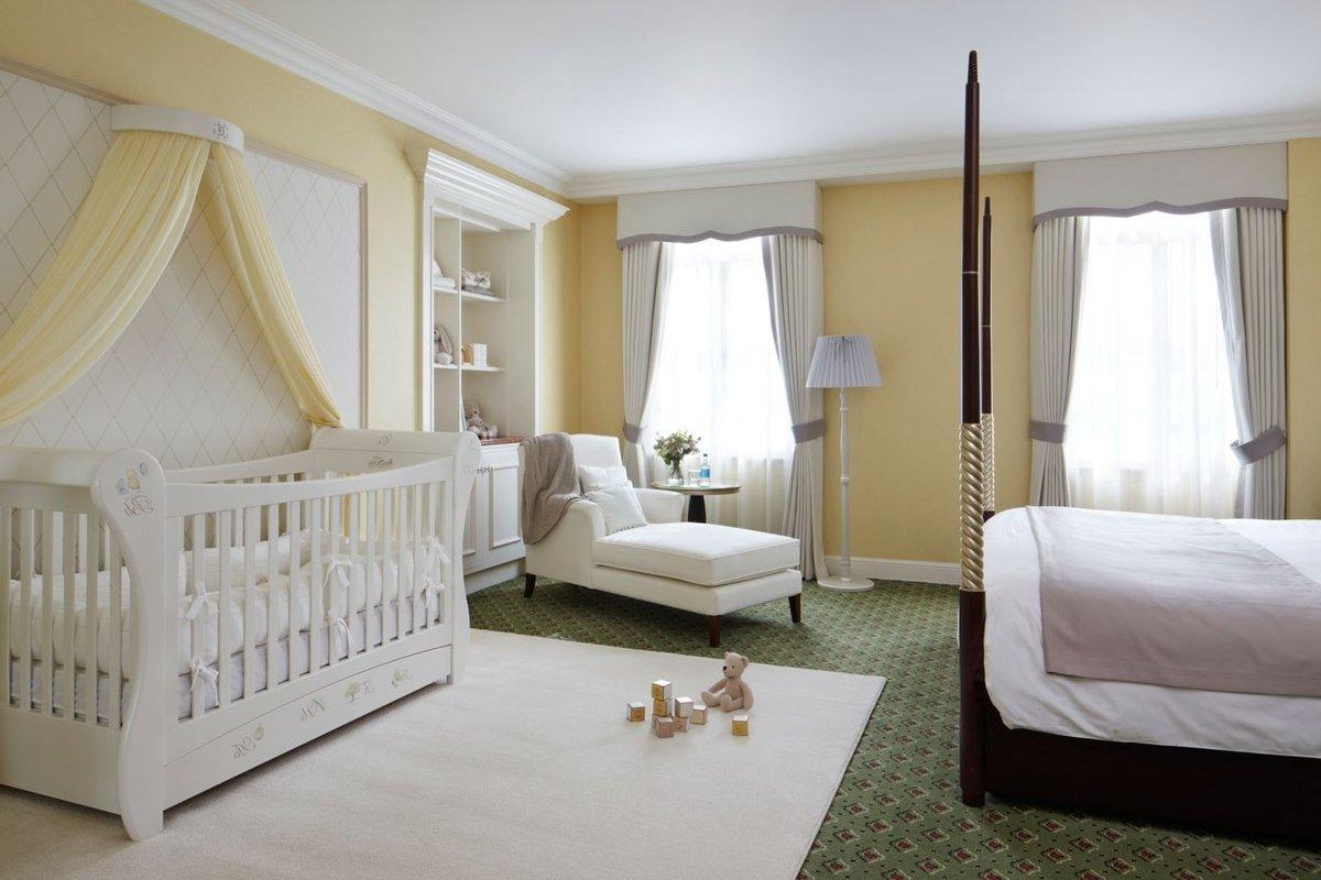 Манеж в спальне родителей