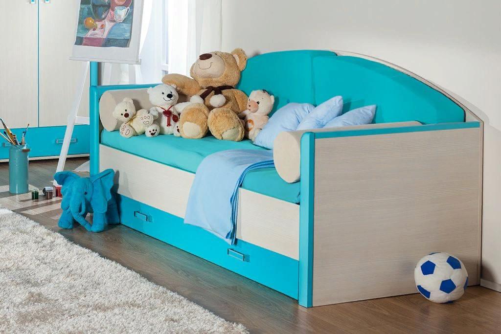 Бирюзовый диван в детскую