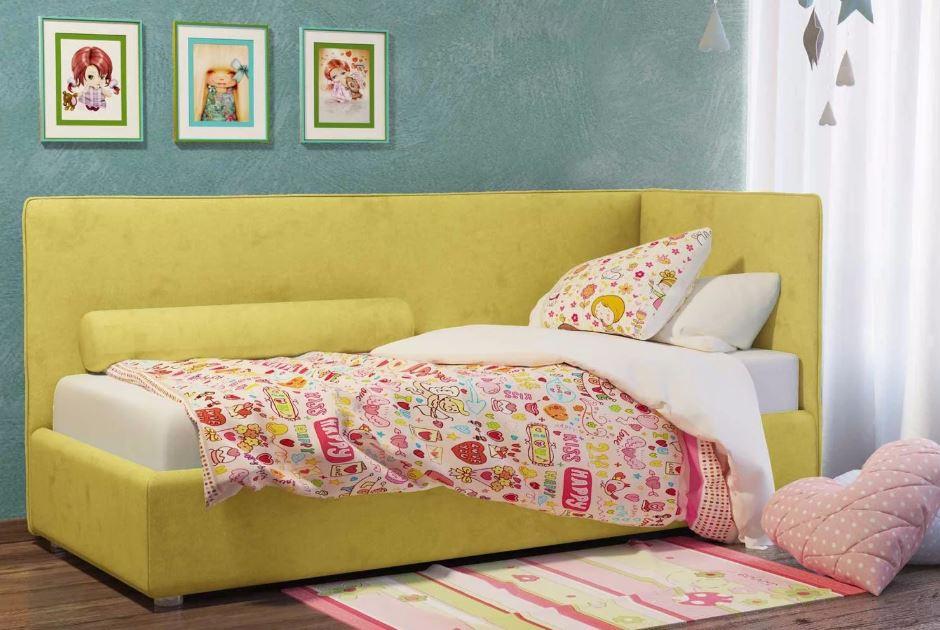 Желтая кровать с мягкой спинкой
