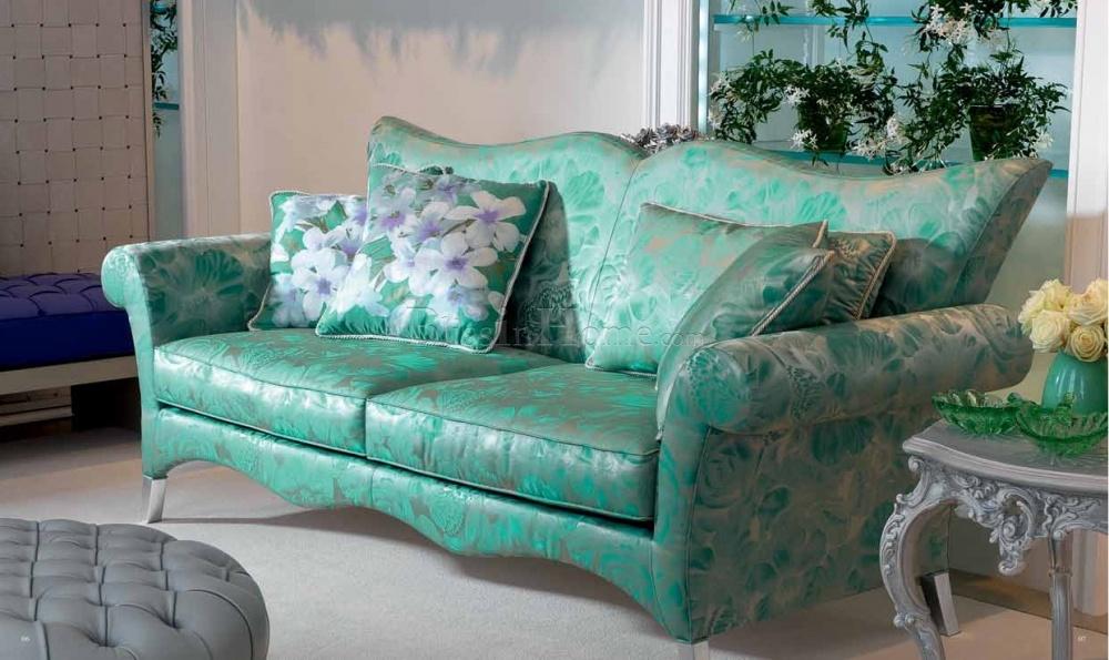 Зеленый диван с обивкой из жаккарда
