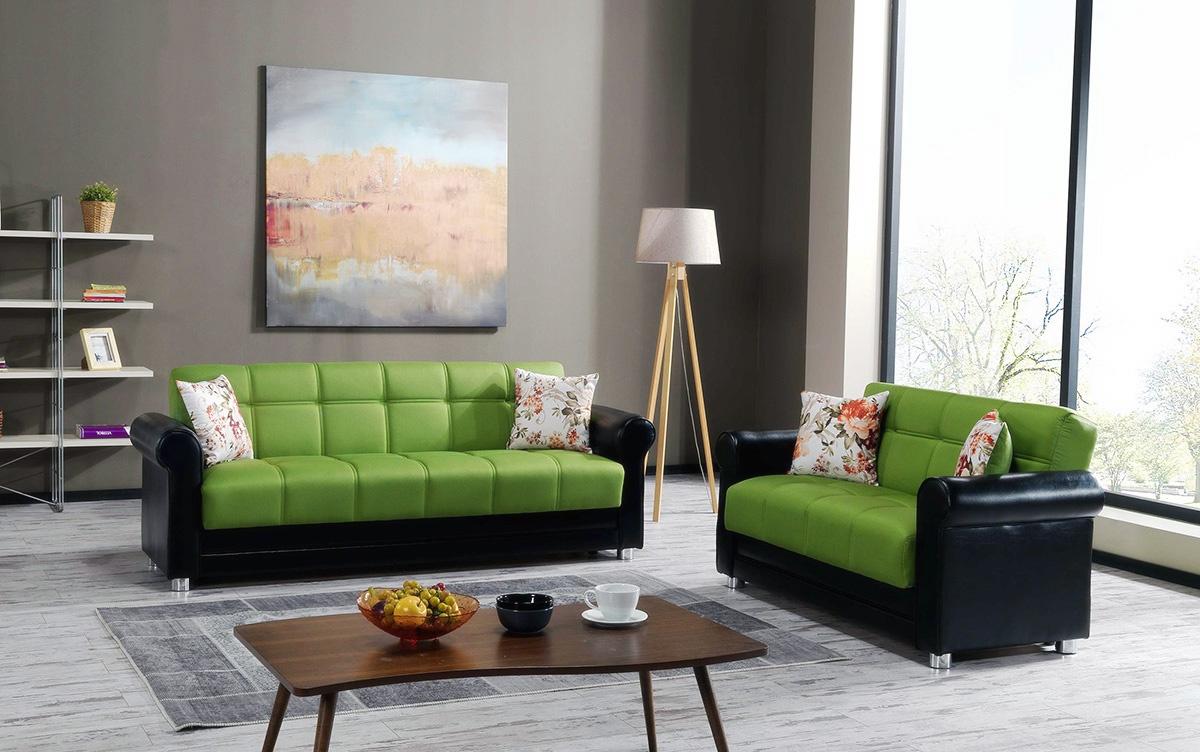 Зеленый диван в сочетании со стальным
