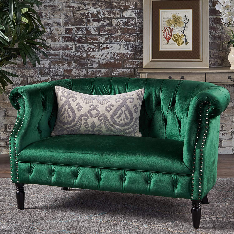 Зеленый диван в викторианском стиле
