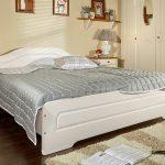 Квадратная кровать
