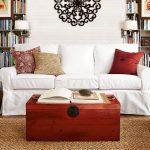 Контрастное оформление дивана