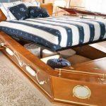 Кровать-корабль с ящиком для белья