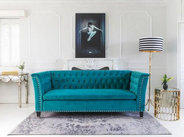Прямой диван голубого цвета