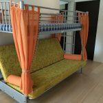 Металлическая кровать со шторками