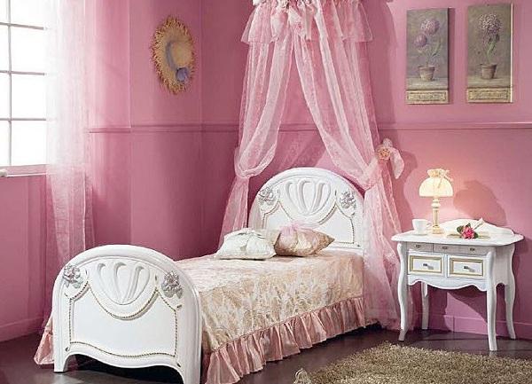 Классическая кровать для девочки