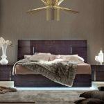 Большая итальянская кровать