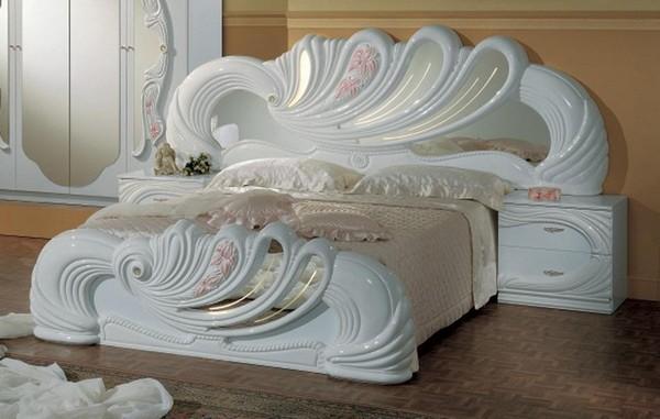 Кровать из пластмассы