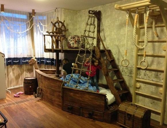 Кровать в виде пиратского корабля