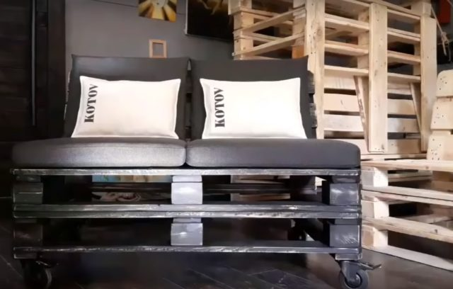 Готовый диван из поддонов своими руками
