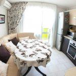 Кожаный диван на небольшой кухне
