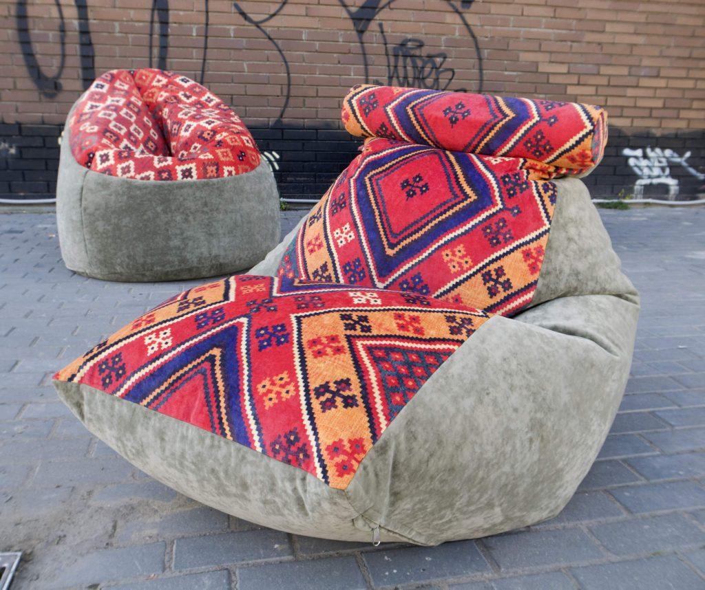Кресло-мешок с яркой вставкой