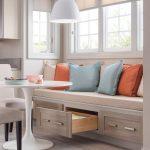 Кухонный диван под окном
