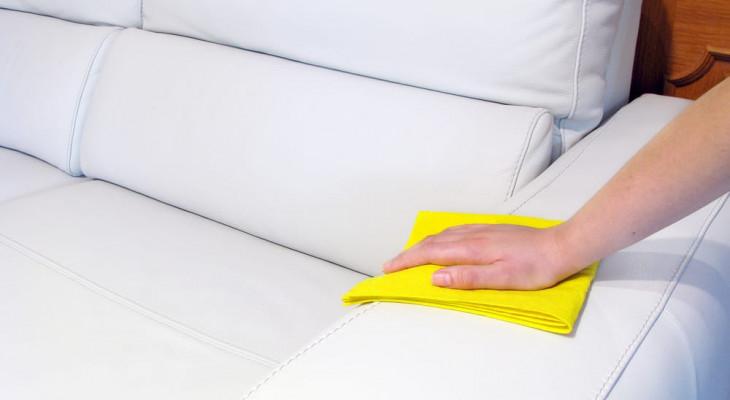 Свтлый диван чистка