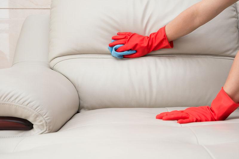 Бежевый диван чистка