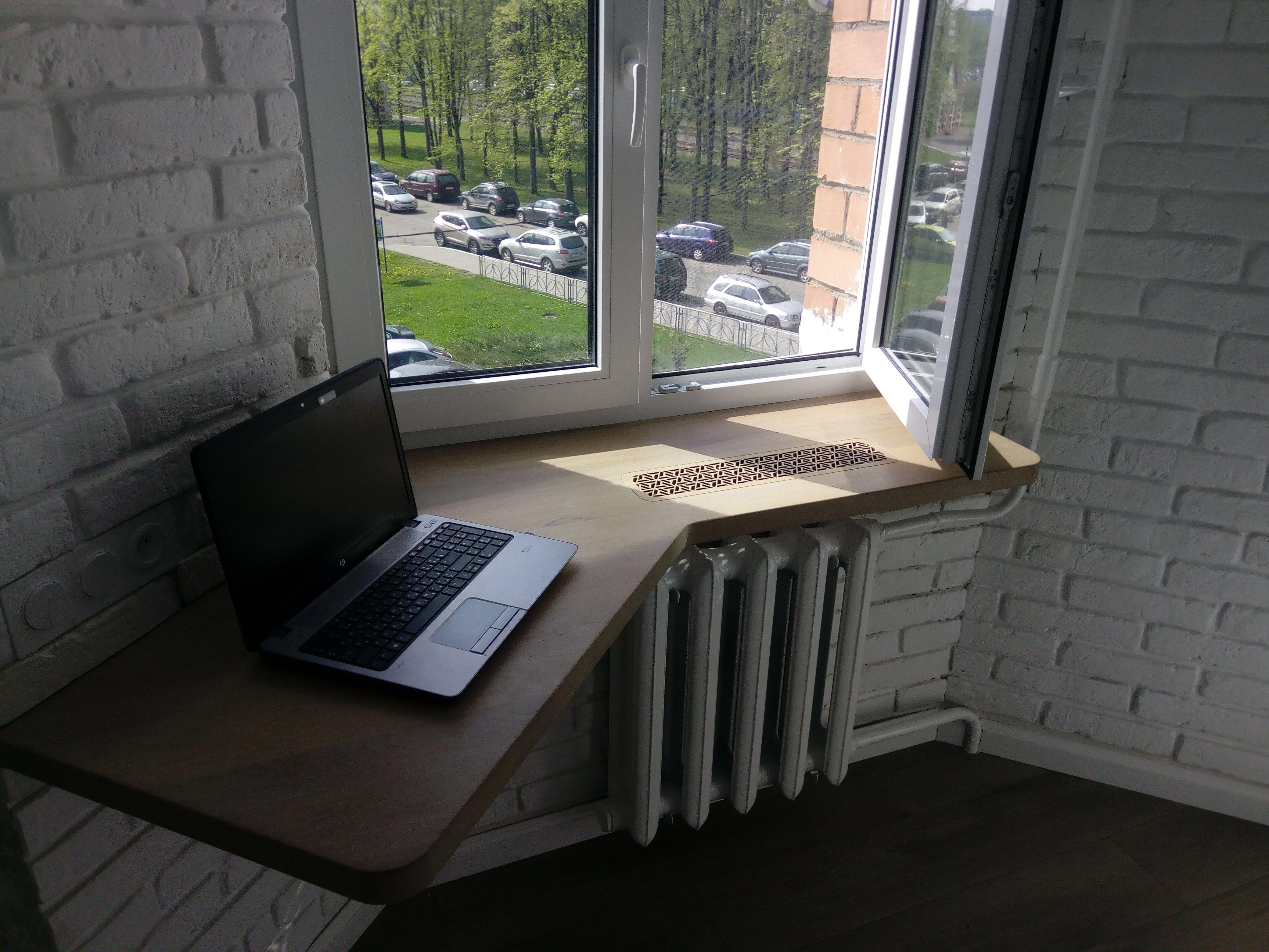 Стол у окна в детской комнате: виды, советы по расположению, дизайн, формы и размеры