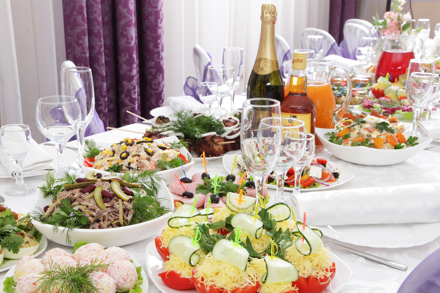 Открытка праздничные столы на день рождения фото, красивые