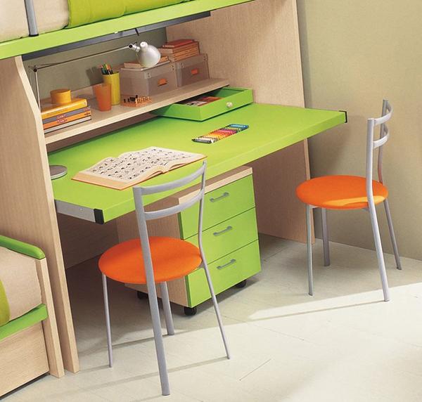 Большой стол у окна в детской