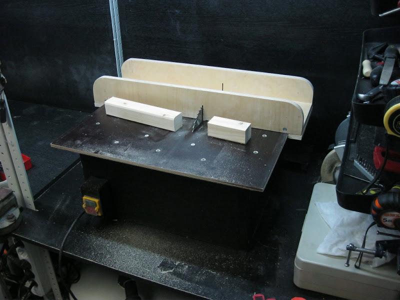Советы по изготовлению распиловочного стола из влагостойкой фанеры || Стол для циркулярной пилы своими руками как сделать распиловочный стол для циркулярки из ручной дисковой пилы по чертежам Установка пилы в самодельный стол