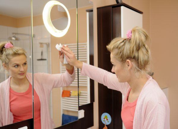 Как почистить зеркала в шкафе купе