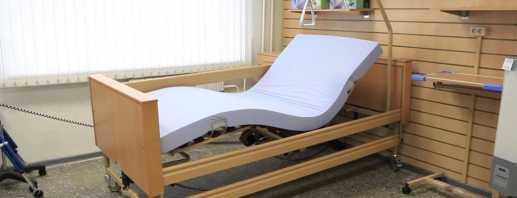 Полезные функции кроватей для лежачих больных, популярные варианты моделей
