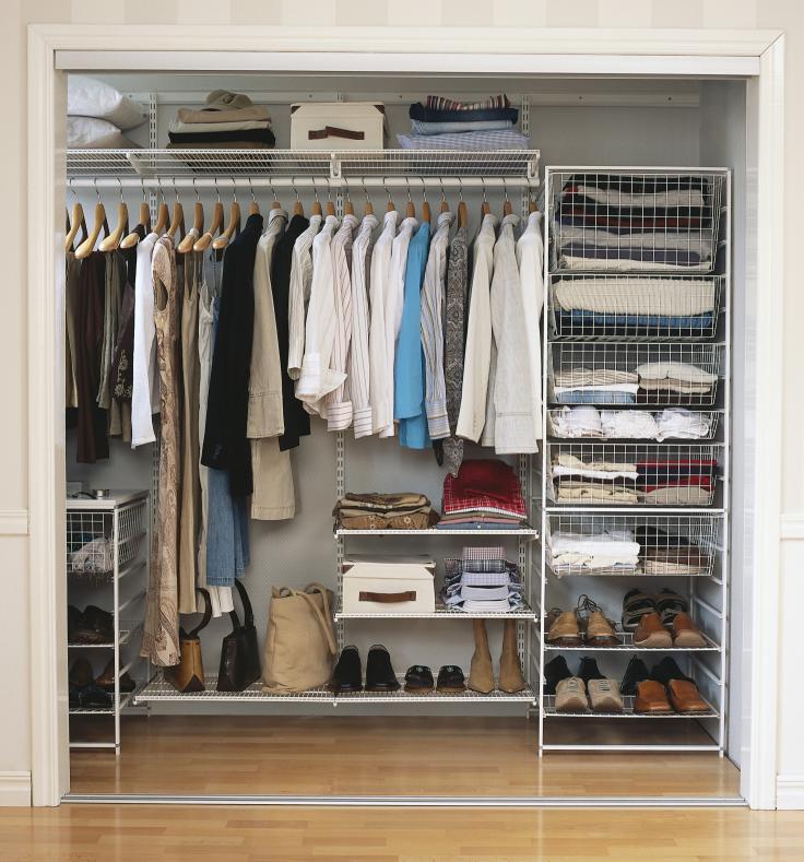 Стеллажи для гардеробной, обзор моделей и их характеристики