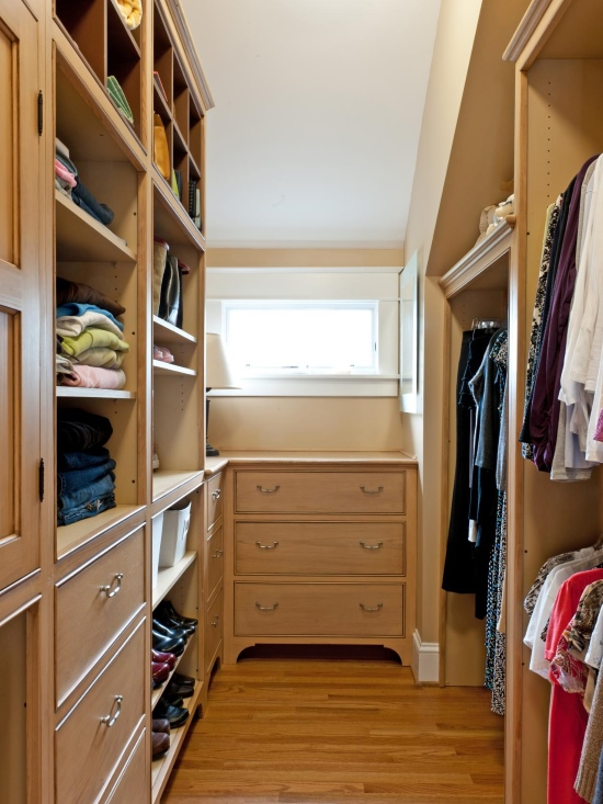 Узкая гардеробная комната дизайн