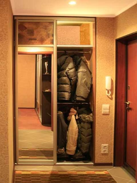 Фото встроенный шкаф в маленькую прихожую дизайн