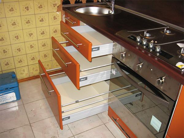 Выкатные ящики для кухни своими руками 31