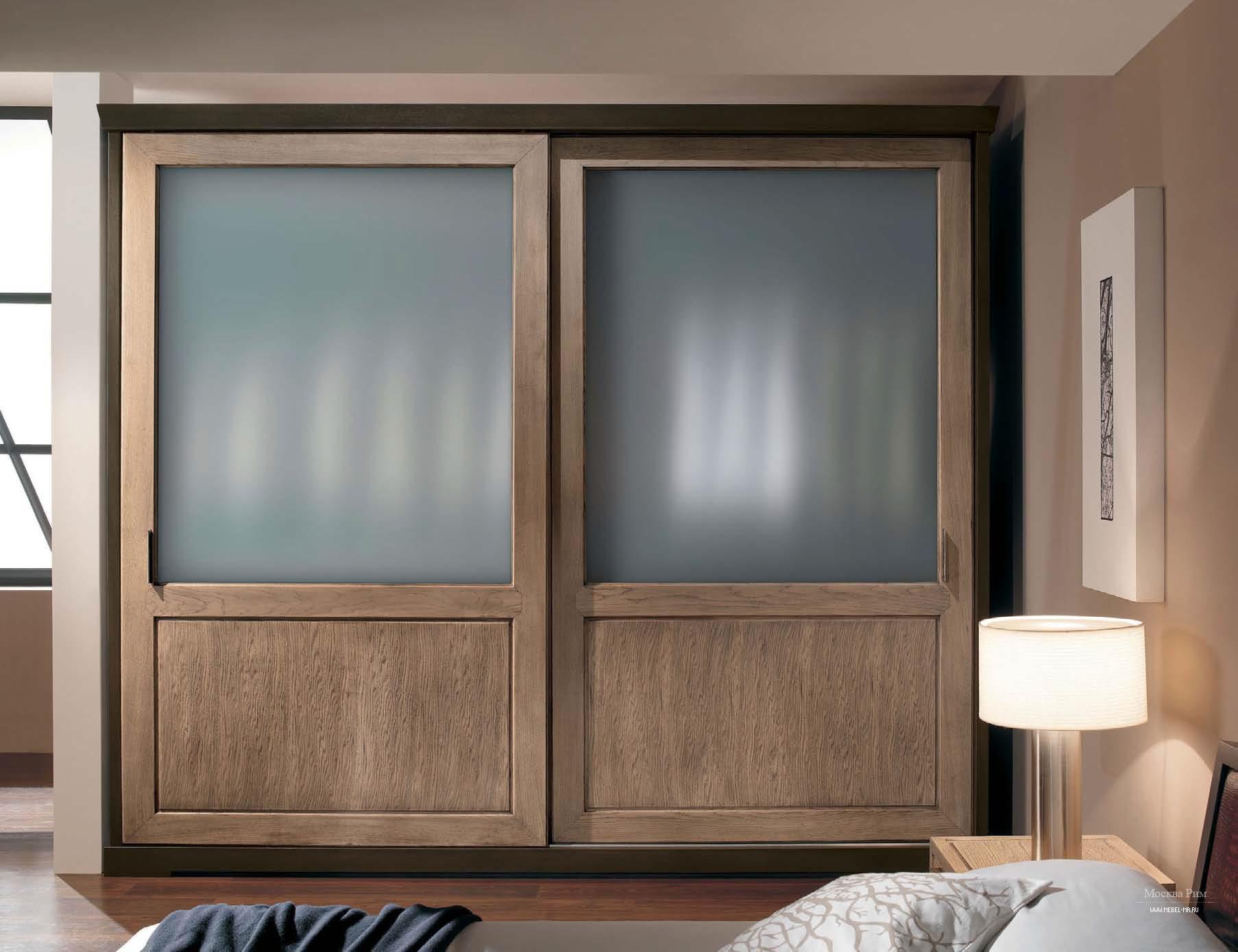 Шкаф со сдвижными дверцами