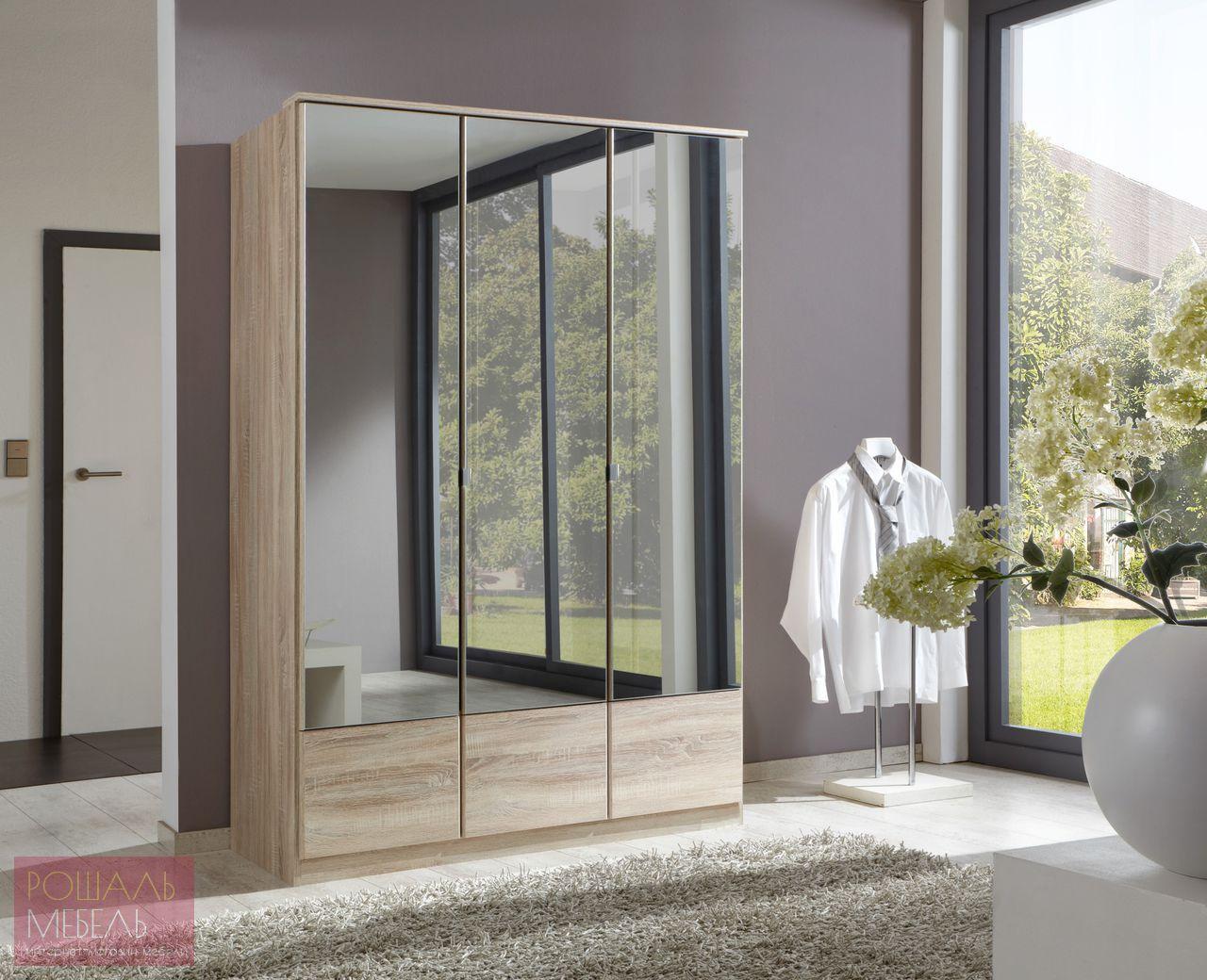 Распашной шкаф с зеркальными дверями